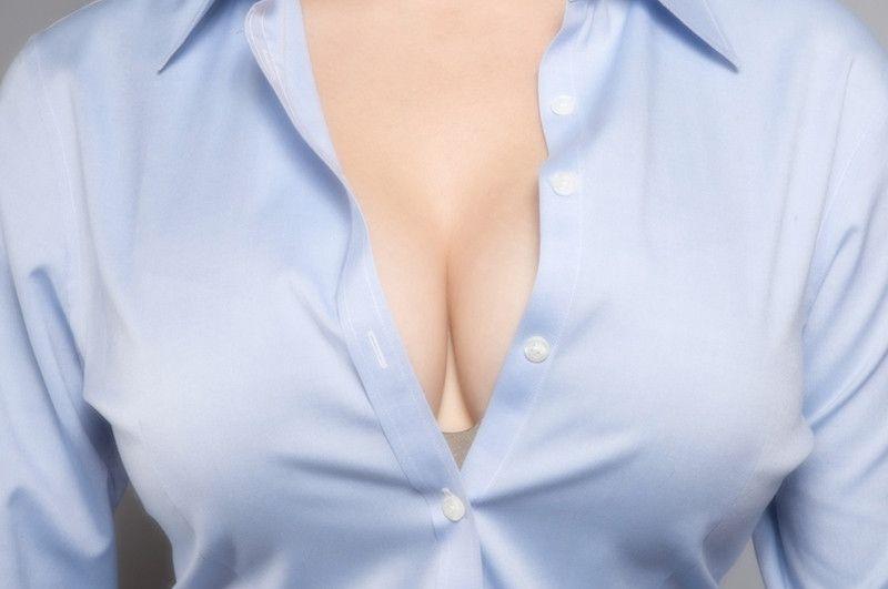 фото женской груди в одежде необязательно