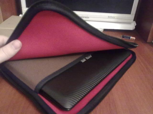 Приобрел для нетбука Asus Eee PC 1011PX.  Размеры чехла 29,5 x 22,5 см...