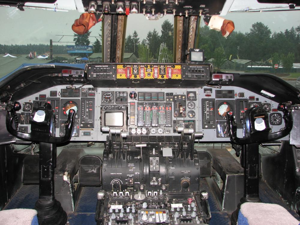 C-141_Starlifter_Cockpit