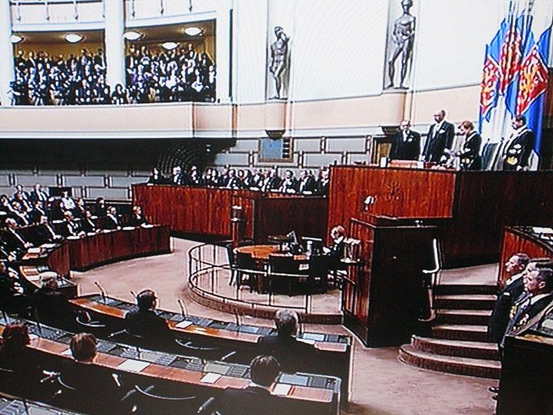 Все собрались в зале заседаний Парламента