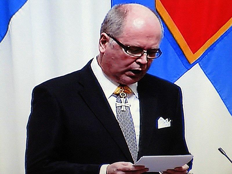 Затем читал речь Ээро Хейнялуома