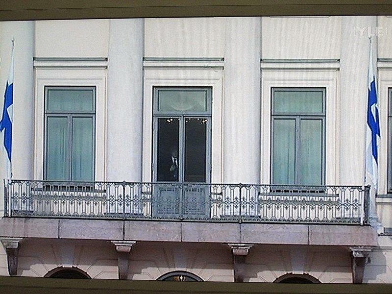 Все ждали, когда президенты выйдут на балкон к народу