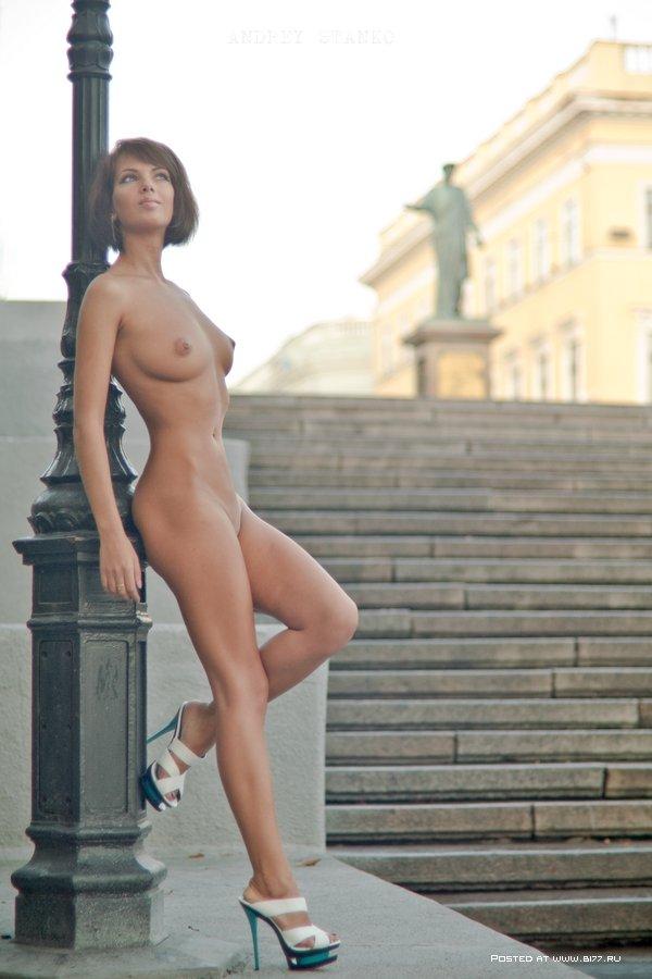 1287517524_naked-models-2012-6-www.b177.ru
