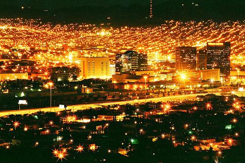 Необходимо ли городам декоративное освещение?