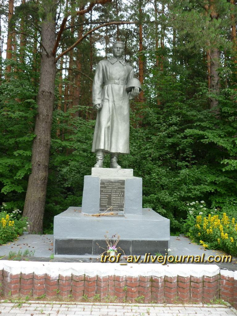 Памятник павшим в Великой Отечественной в декабре 1941. Калужская обл., на въезде в г. Киров